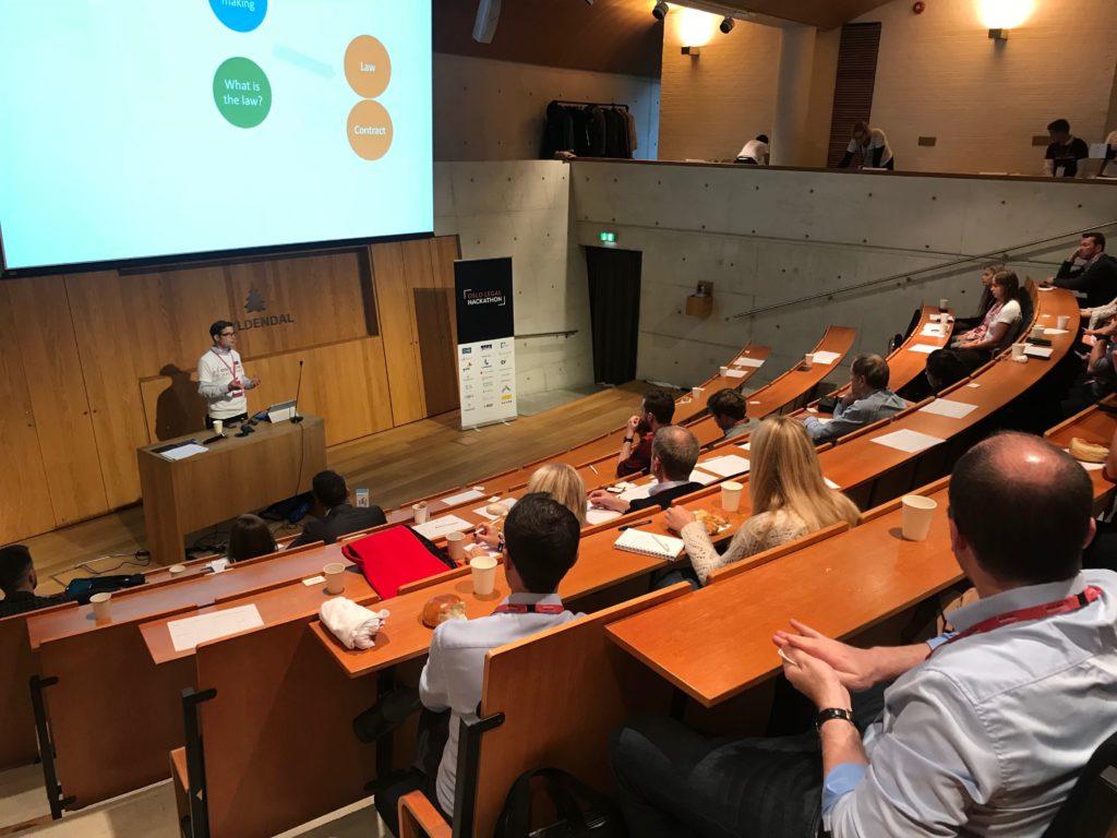 Professor Tobias Mahler fra Senter for rettsinformatikk ved UiO underviser law for techies. Foto: Victoria Kumwenda